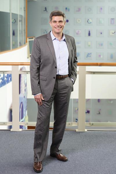 Ricardo Pravda, CHRO, Catalent, portrait full body standing