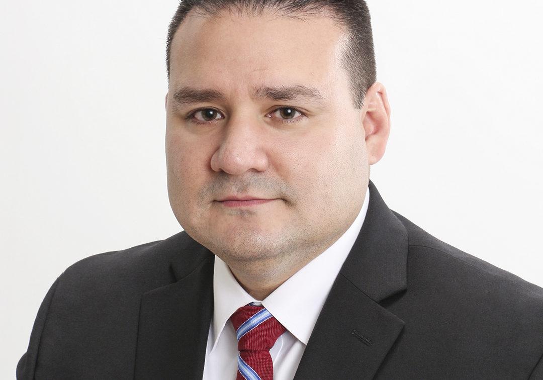 Alan Cardenas, Lead Counsel, Siemens, portrait thumbnail