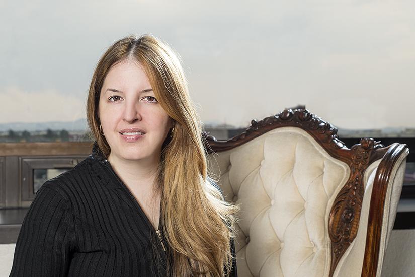 Florencia Garza, Oriflame, portrait on chair