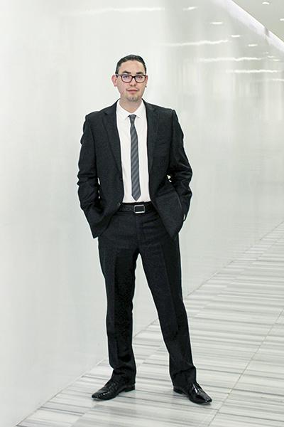 Hector Izzo, Suez, portrait standing